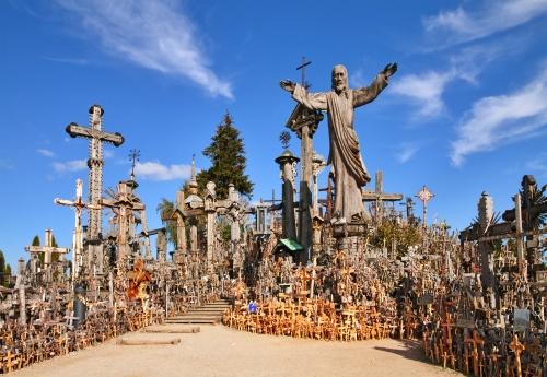 Der Hügel der Kreuze ist ein einzigartiges Denkmal der Geschichte und religiösen Volkskunst in Siauliai,Litauen.