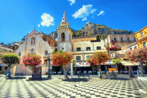 Saint Joseph Kirche am 9. April Square in Taormina. Sizilien,ja