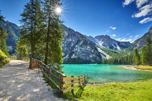 Pragser Wildsee in den Dolomiten, Italien