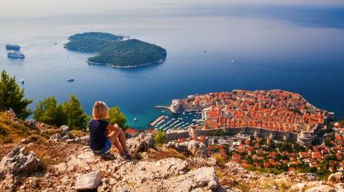 Blick auf die Altstadt von Dubrovnik an der Adriaküste in Dalmatien, Kroatien