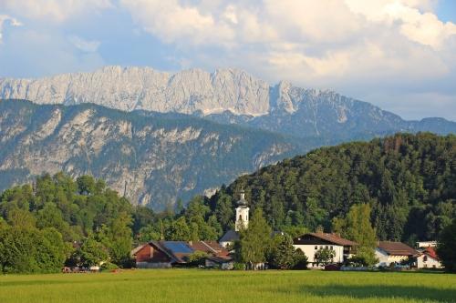 Oberaudorf mit Blick auf das Kaisergebirge