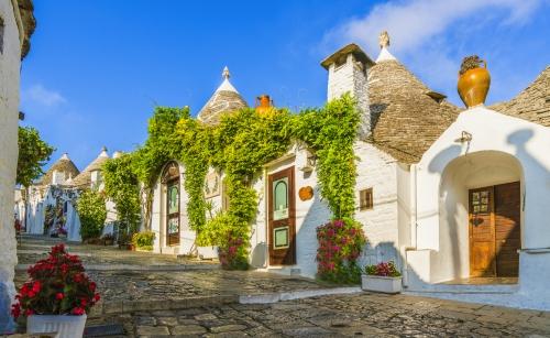 Die traditionellen Trulli-Häuser in der Stadt Alberobello,Apulien,Italien