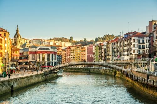 Bilbao Riverbank an einem sonnigen Tag,Spanien