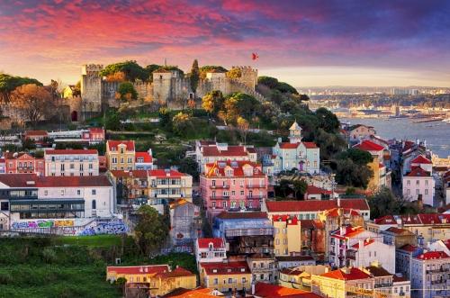 Lissabon,Portugal-Skyline mit Sao Jorge Castle