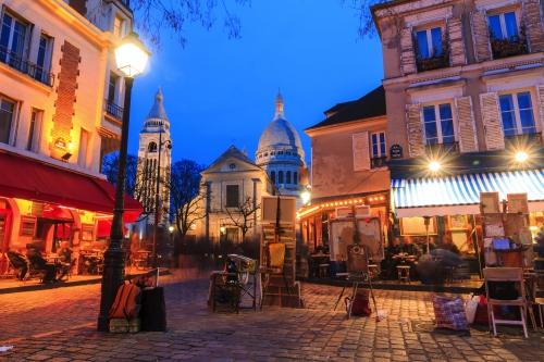 Blick auf Sacre-Coeur vom Place du Tertre in Montmartre