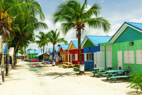 bunte Häuser auf der tropischen Insel Barbados