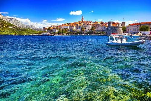 Blick auf die Stadt Korčula auf der gleichnamigen Insel in Dalmatien, Kroatien