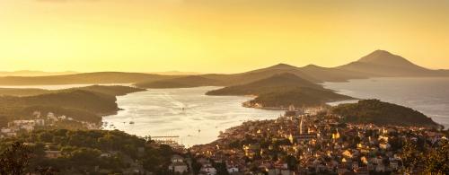 Panoramablick über Mali Lošinj in Kroatien