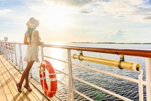 Sonnenuntergang auf einem Kreuzfahrtschiff