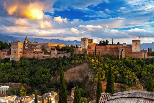 Festungs- und Palastkomplex Alhambra in Granada, Spanien