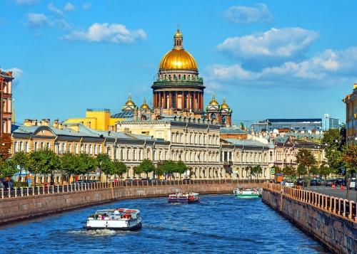 Kathedrale des Heiligen Isaak am Ufer der Newa in St. Petersburg, Russland