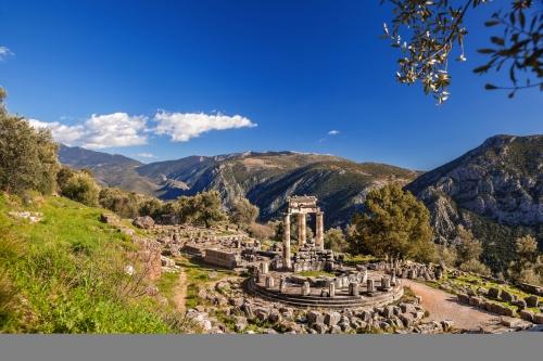 das Wahrzeichen von Delphi in Griechenland: der Tholos