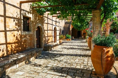 der Hof des Klosters Arkadi auf der Insel Kreta, Griechenland