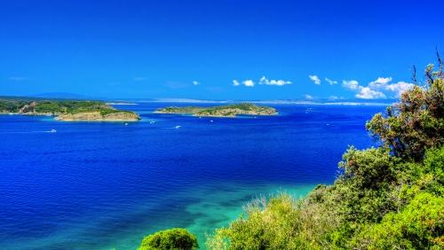 Blick auf das Mittelmeer in Nordkroatien von der Insel Rab aus