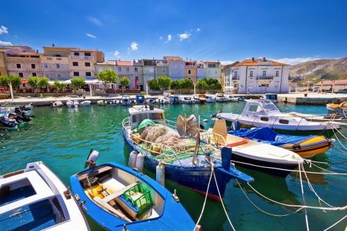 Hafenansicht von Pag, einer kroatischen Insel