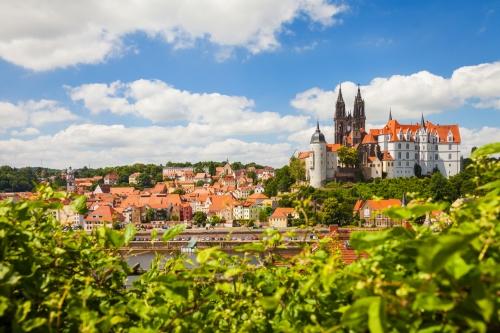 Dom und Albrechtsburg in Meißen an der Elbe im Sommer, Deutschland