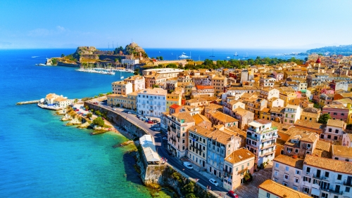 Panoramablick über Kerkyra, der Hauptstadt der griechischen Insel Korfu