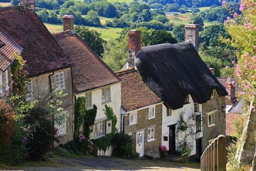 Gold Hill ist eine steile Straße in Shaftesbury in der englischen Grafschaft Dorset, Vereinigtes Königreich