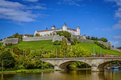 die Festung Marienberg auf dem Marienberg oberhalb von Würzburg in Unterfranken, Deutschland