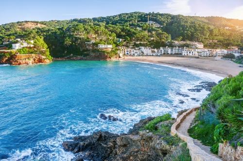 Strand von Sa Riera an der Costa Brava in Katalonien, Spanien