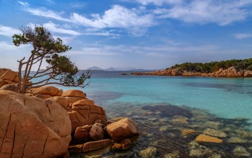 Spiaggia Capriccioli in der Costa Smeralda auf Sardinien, Italien