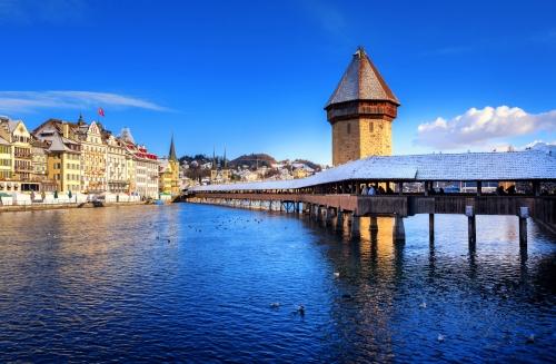 winterliche Kapellbrücke in Luzern, Schweiz