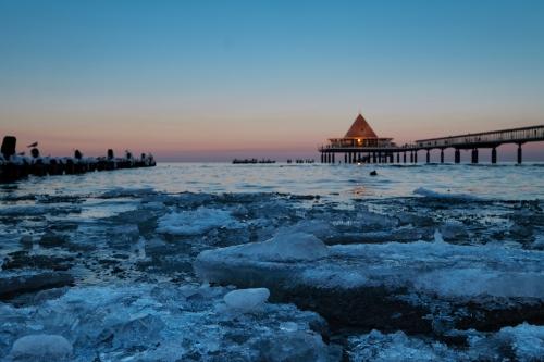 Strand von Heringsdorf auf Usedom im Winter, Deutschland