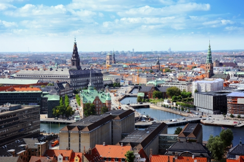 Skyline von Kopenhagen mit Blick auf Schloss Christiansborg, Alte Börse und Nicolai-Kirche