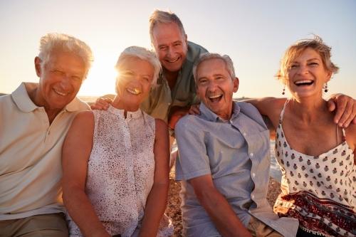 Senioren am Sandstrand