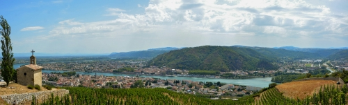 Blick auf Tournon-sur-Rhône und Tain-l