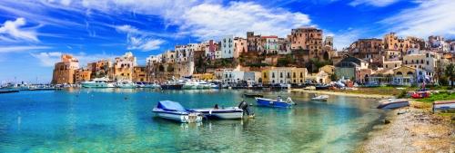 Küstenstadt Castellammare del Golfo auf Sizilien