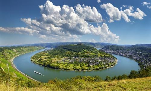 Panoramablick auf die größte Rheinschleife mit Blick auf Boppard, Filsen und Osterspai