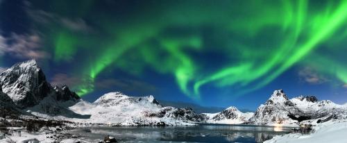 Aurora Borealis über Hamnoy in Norwegen