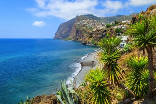 Klippen von Cabo Girão und Câmara de Lobos auf Madeira, Portugal