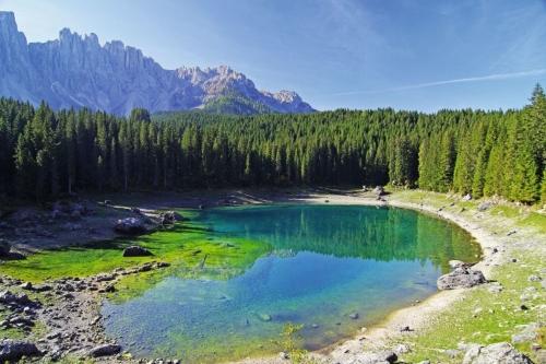 Die grüne Lagune der Dolomiten - Karersee