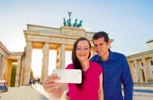 selfie in brandenburg gate