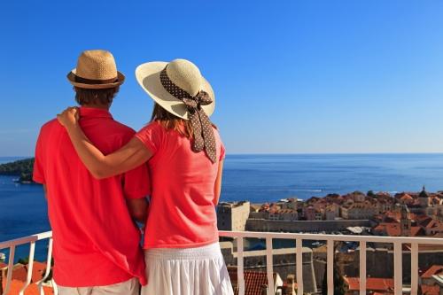 glückliche Paar in den Sommerferien in Europa