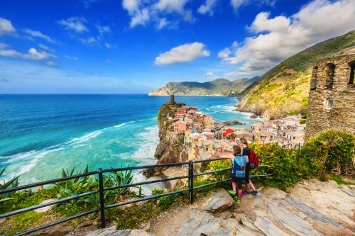 Vernazza: eines der fünf Dörfer der Cinque Terre an der ligurischen Küste Italiens