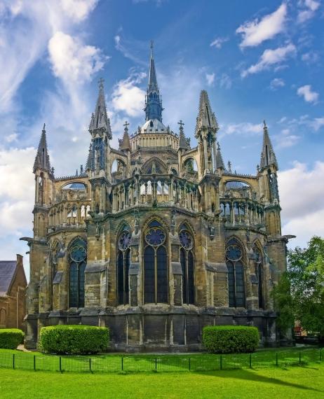 Ostfassade der Kathedrale Notre-Dame in Reims, Frankreich