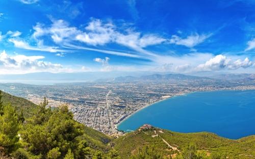Panoramablick auf Loutraki, Griechenland