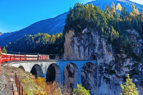 Zug auf Landwasser Viadukt