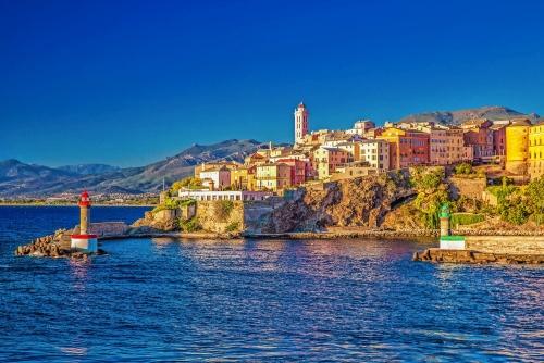 Blick auf Bastia Altstadt, Leuchtturm und Hafen, Korsika, Frankreich, Europa.