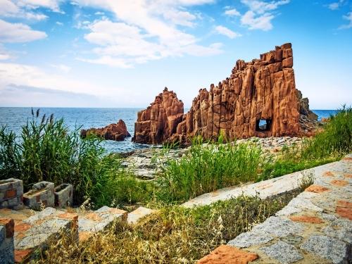 Rote Porphyr-Felsen in Arbatax, Sardinien, Italien