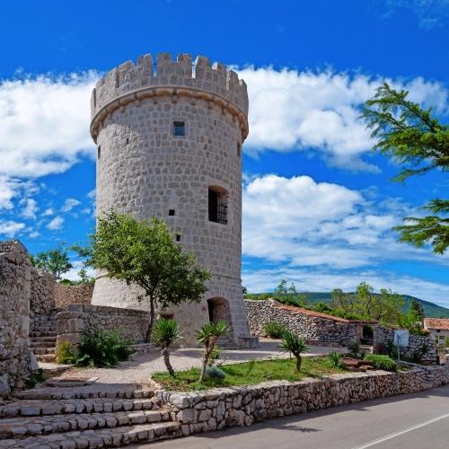 Turm Creska Kula auf der Insel Cres, Kroatien