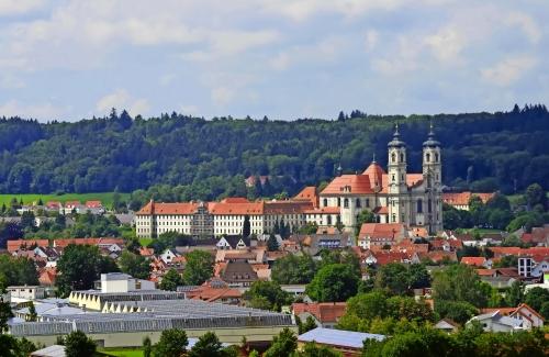 Stadtansicht mit Klosterkirche,  Ottobeuren
