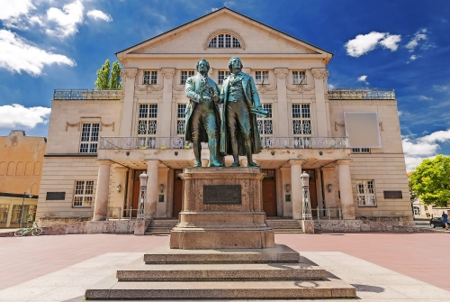 Deutsches Nationaltheater mit Goethe und Schiller in Weimar, Deutschland