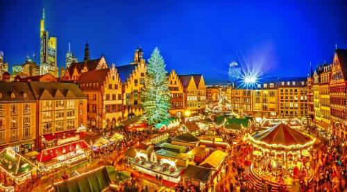 Traditioneller Weihnachtsmarkt in der historischen Mitte von Frankfurt, Deutschland