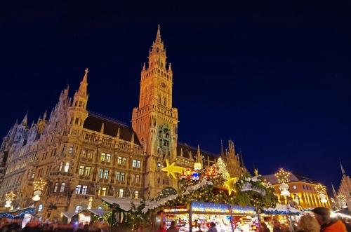 Münchner Christkindlmarkt auf dem Marienplatz, Deutschland