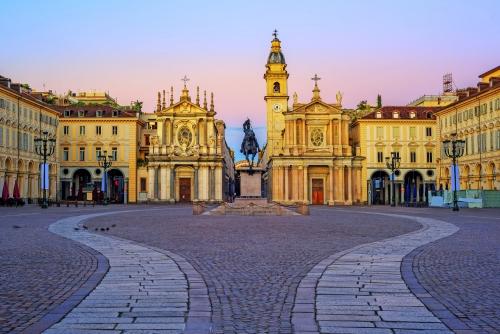 Piazza San Carlo und Doppelkirchen im Stadtzentrum von Turin, Italien
