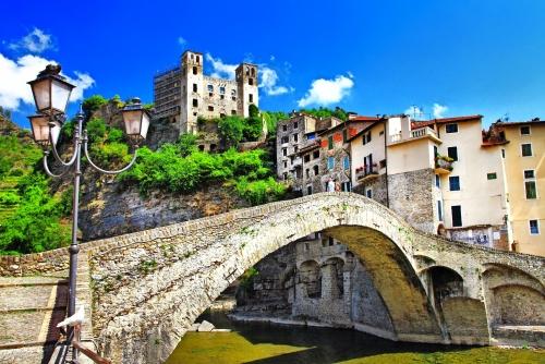 schöne mittelalterliche Dörfer Italiens - Dolceaqua (Ligurien)